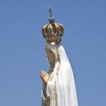 shutterstock_128420291 Madonna di Fatima statua preghiera fede
