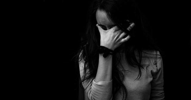 donna triste