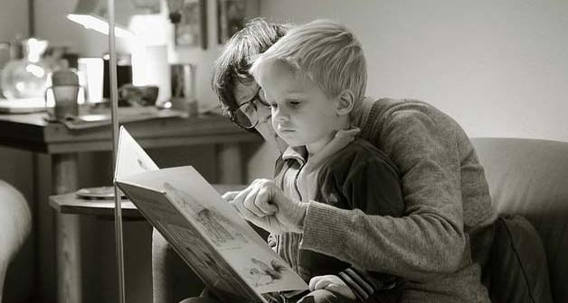 Leggere storia ai figli